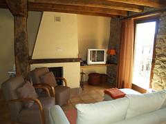 Els apartaments estan totalment equipats dins d'un estil entre rústic i modern.