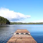 Bootssteg mit Blick auf die Bucht vor Ucluelet