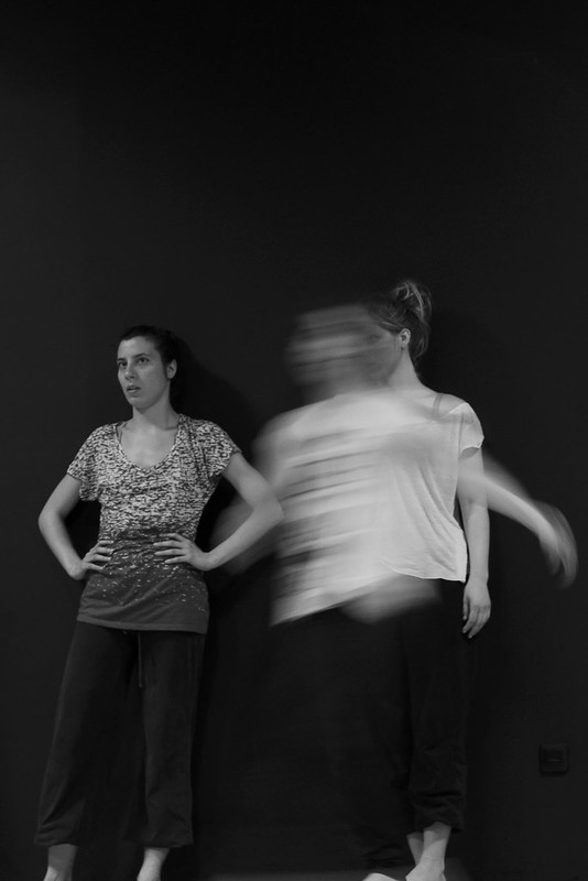 Electric transmission during a contemporary dance course