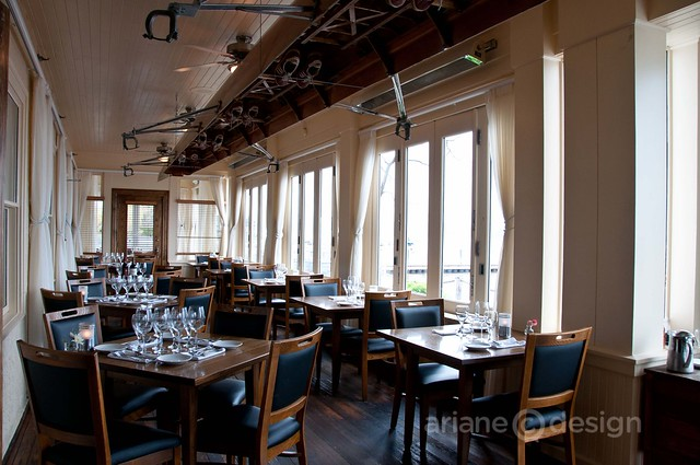 The El lakeside dining room