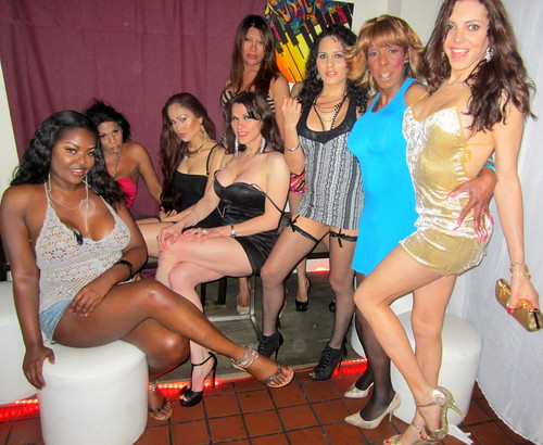 Sandy Michelle and the Ladies of Mug Lounge (2)