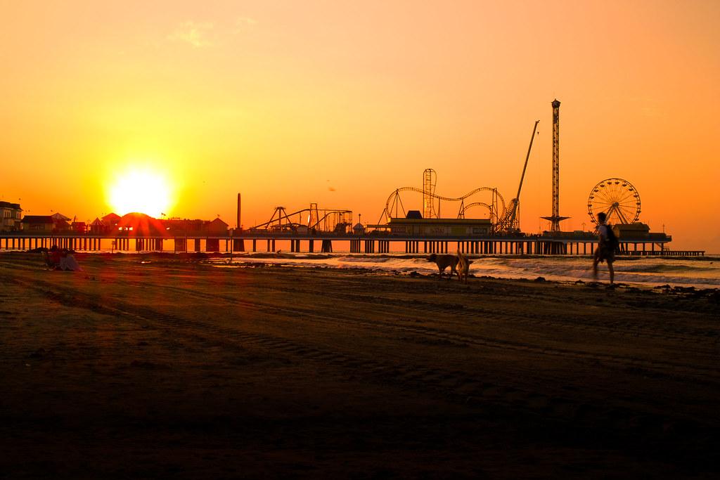 Van Rental Houston >> Pleasure pier in Galveston vs kemah boardwalk (Santa Monica: how much, price) - Houston - Texas ...