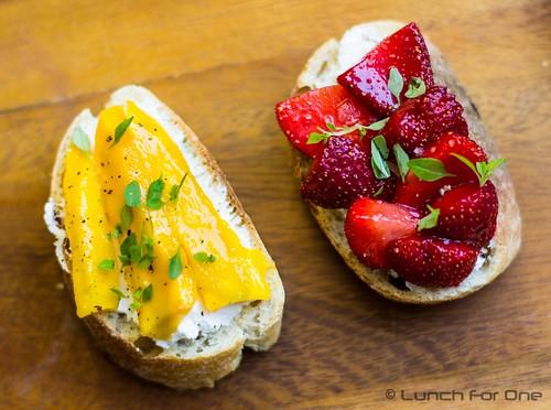 Erdbeer Mango Bruschetta