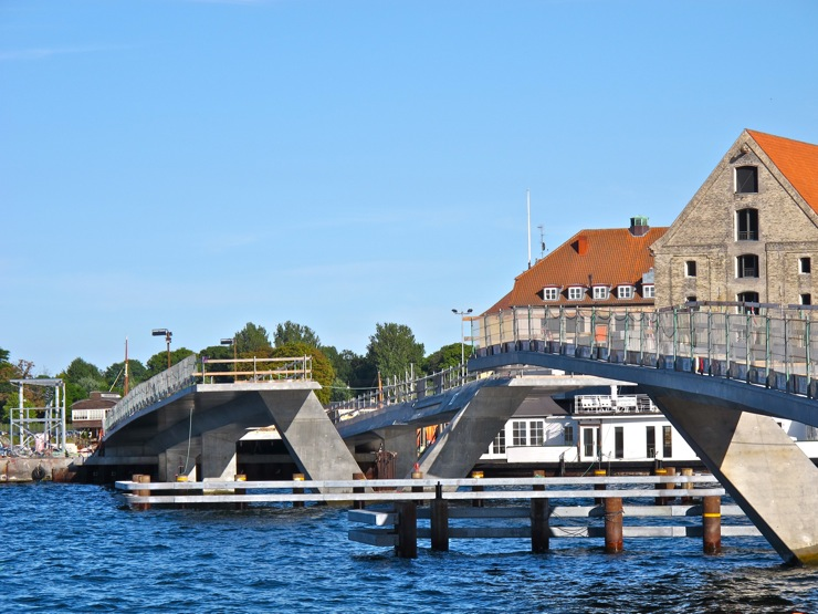Troubled bridge /Nyhavn-Christianshavn