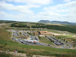 059 enorme parkeerplaats en gebouwen bij bovenste uitkijkpunt