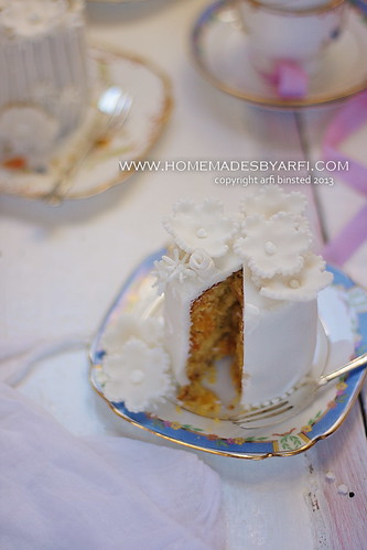 White Wedding Cake-5