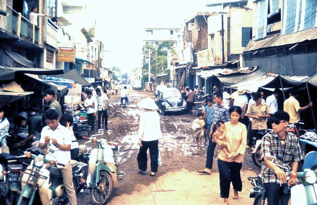 Saigon 1970 - Đường Bùi Thị Xuân - Tân Bình -  Photo by John Hoellerich