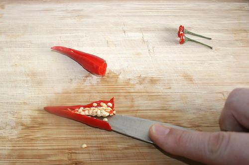 17 - Chilis entkernen / Decore chilis