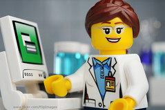 Another female scientist in LEGO City :-)