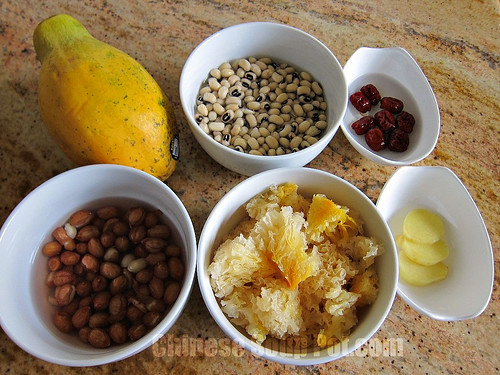 [Photo-Ingredients-White Fungus Papaya Peanuts and Black Eyed Peas Soup]
