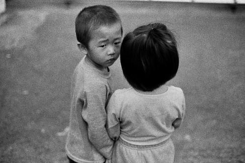 無料写真素材, 人物, 子供  男の子, 子供  女の子, カップル, 兄弟・姉妹, モノクロ