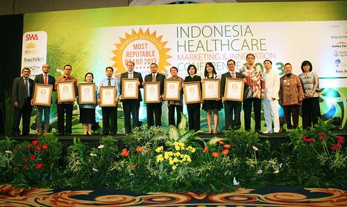 Indonesia Health Care Marketing & Innovation Conference 2013 – Foto Bersama Pemenang I.