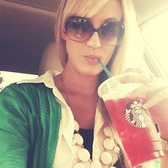 Tagged by my lovely new blog friend @whitschoop for #widn ... making a #starbucks run on my lunch!