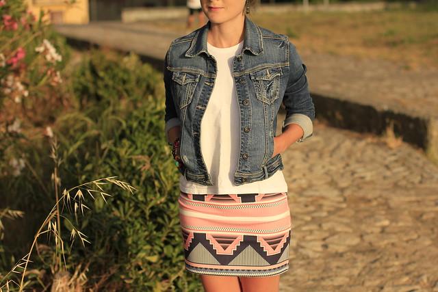 falda y denim jacket