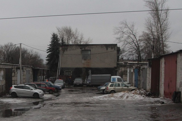 Cars in the back streets of the russian city of липецк (lipetsk