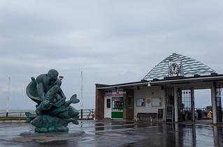 Statue à l'entrée de la jetée de Deal (Deal Pier)