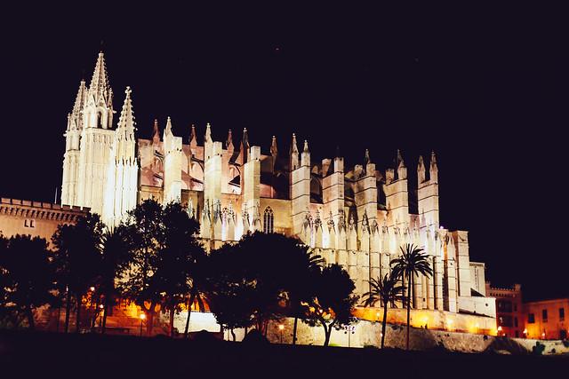 パルマ・デ・マヨルカ大聖堂の夜景