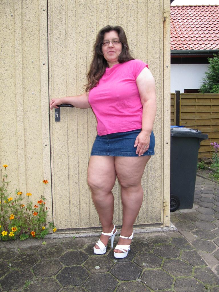 Фото между ног под юбкой у моей жены  Фото под юбкой без