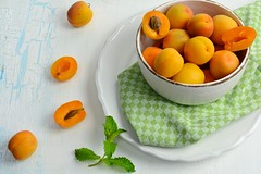 Apricots with mint