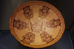Sitmelelene, presentation (coin) basket