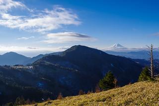 熊沢山を越えると富士山・小金沢山・雁ヶ腹摺山が見えてくる