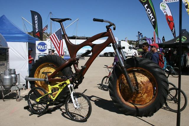 Huuuge bike