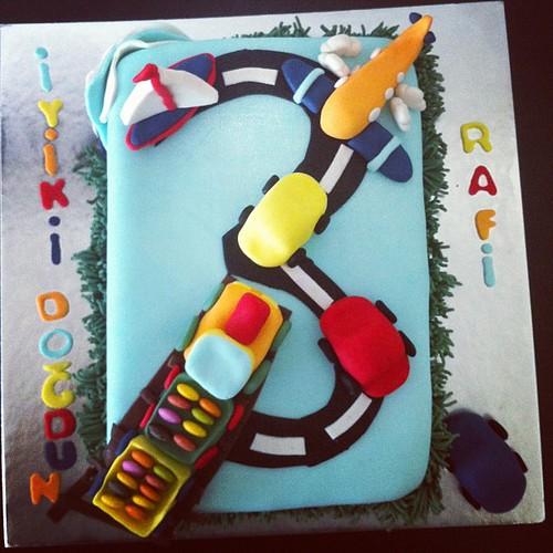 #tasitlarpasta#sekerhamurlupastalar#sugarart#sugarpaste#traincake#planecake#carscake by l'atelier de ronitte