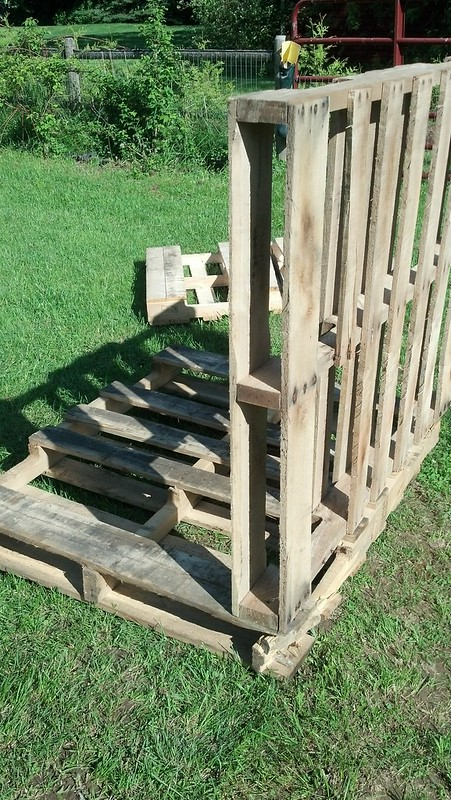 how to build a duck house from pallets