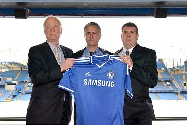 Mourinho fue presentado oficialmente en el Stamford Bridge