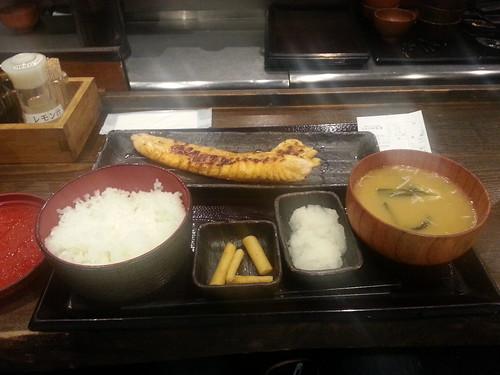 新宿でプレモル生150円で飲める、ファーストフード店感覚の干物定食屋、しんぱち食堂 5