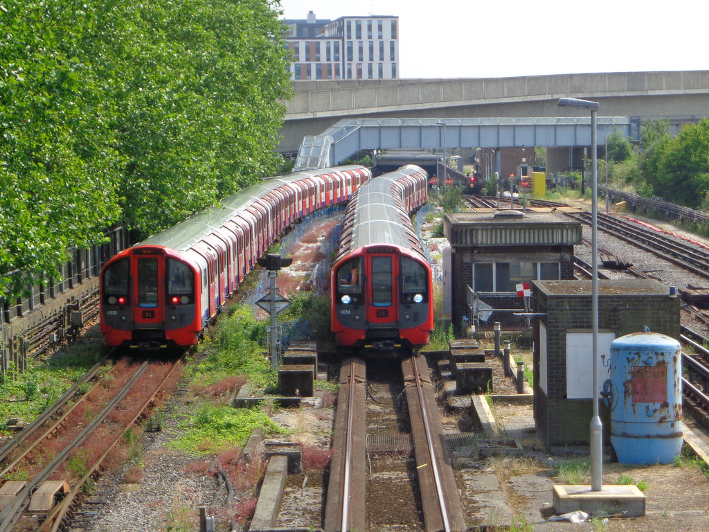 Two Victoria line trains