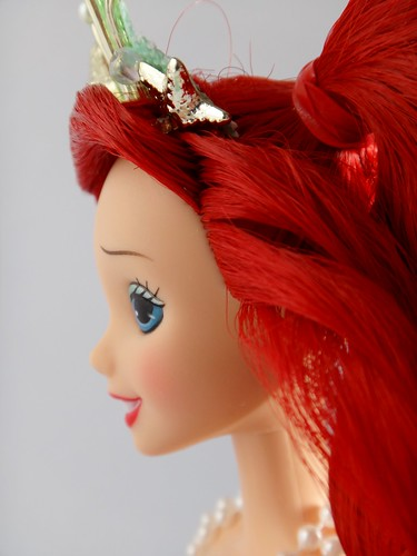 Summer Seas Ariel (Mattel, 2000) - Disney Collector Dolls - First Look - Deboxed - Standing - Closeup Right Side View - Headshot
