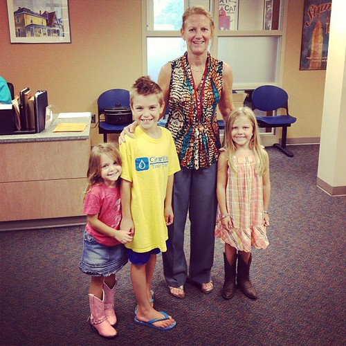 Beck ham & Sadie Piper's new principal at Lee Elementary, Nancy Cole. She's from San Antonio Texas :-) and very kind! Unfortunately they are the Lee Longhorns.