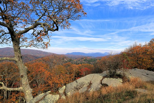photosbymch landscape mountains fallcolors autumn trees leaves bluesky rocks appalachianmountains blueridgeparkway nationalparkservice northcarolina usa canon 5dmkiii 2016 outdoors