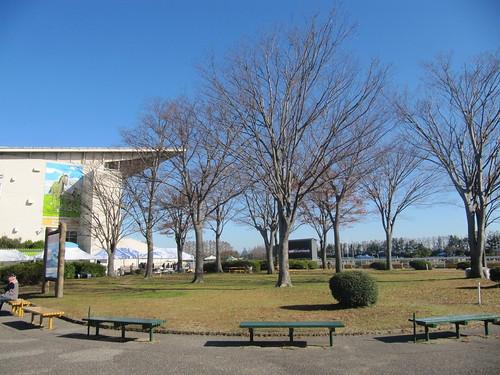 金沢競馬場のスタンド前の広場