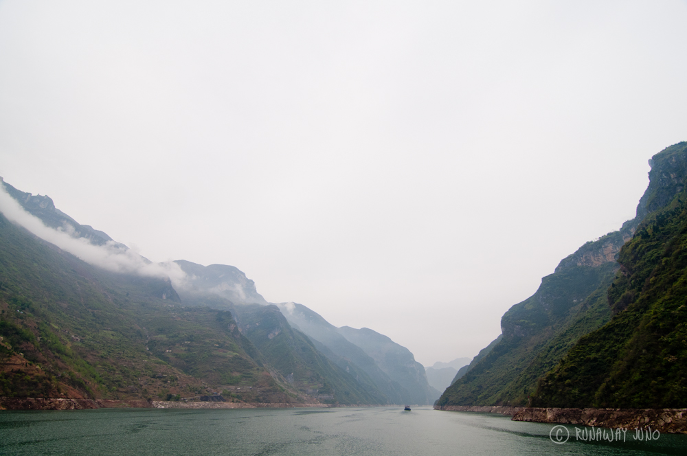 Wu_Gorge_Three_Gorges_Yangtze_River_Cruise