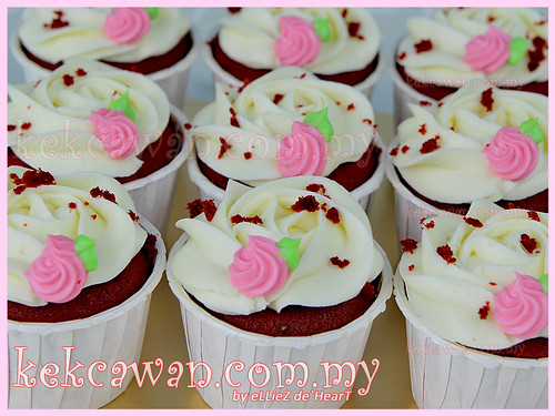 Red Velvet with Mini Flower
