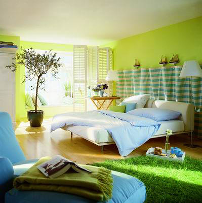 What a cute, bright room!