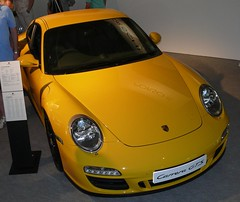 Porsche 911 Carrera GTS yellow 2011 vro