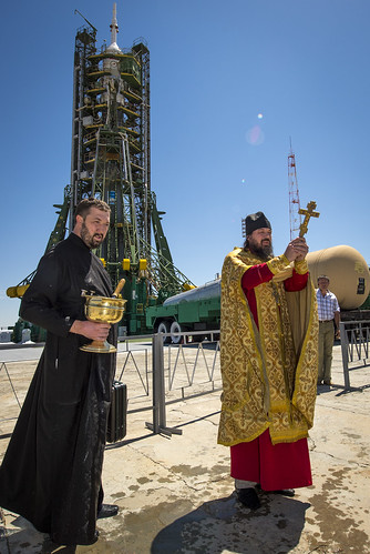 Expedition 36 Soyuz Blessing (201305270004HQ)