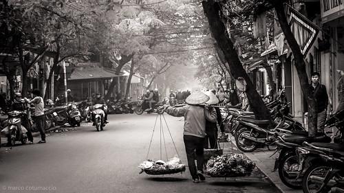 blackandwhite bw scooter vietnam scooters hanoi trafficjam streetview streetcapture