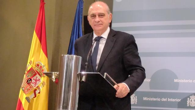 Rueda de prensa ofrecida por el ministro del interior for Ministro de interior espana