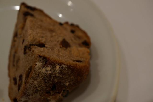 ナッツとドライフルーツのパン