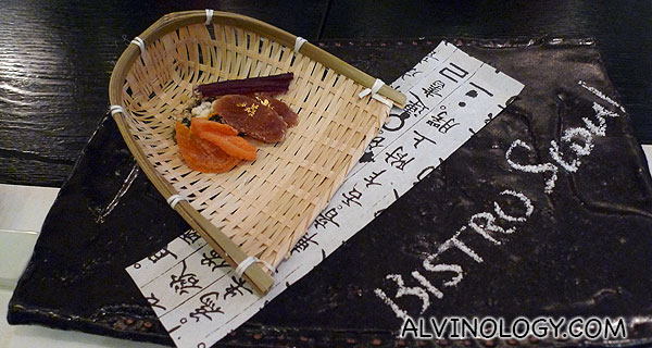 Appertiser consisting of assorted dried food, including dried ginseng with gold flakes