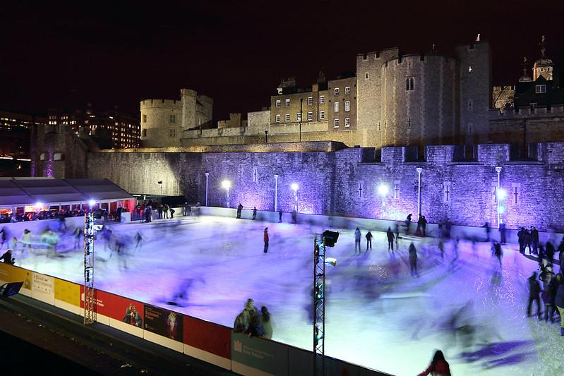 倫敦溜冰場 2011_1220_181048 Tower Hamlets, London, England - ice rink at the Tower of London