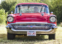 compact car(0.0), convertible(0.0), chevrolet(1.0), automobile(1.0), automotive exterior(1.0), 1957 chevrolet(1.0), vehicle(1.0), antique car(1.0), chevrolet bel air(1.0), vintage car(1.0), land vehicle(1.0), luxury vehicle(1.0), motor vehicle(1.0),