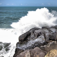 sea, ocean, blowhole, body of water, wind wave, wave, shore, coast, rock, cliff,