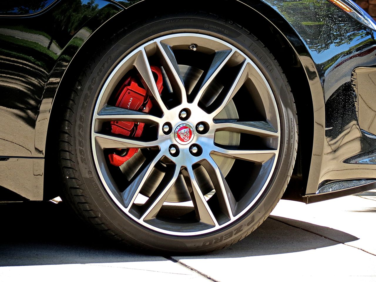 Jaguar F-Type R Coupe Wheel