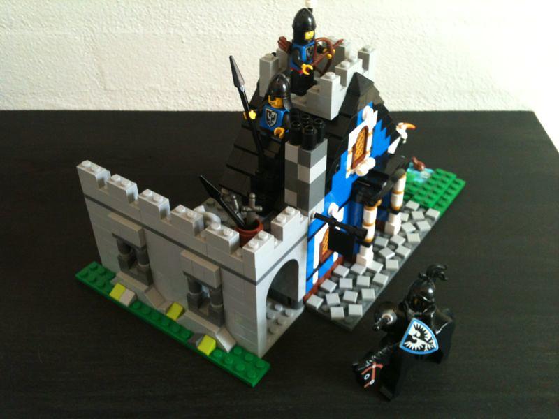Guarded Blue Inn 05
