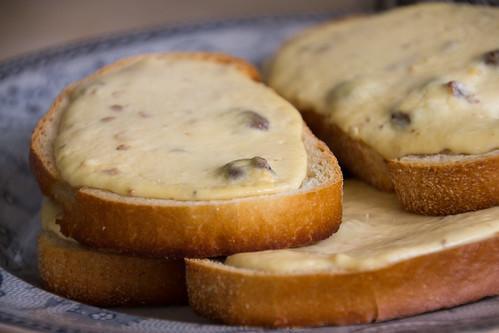 Ahjus küpsetatud kohupiimasaiad / Oven-baked curd cheese toasts